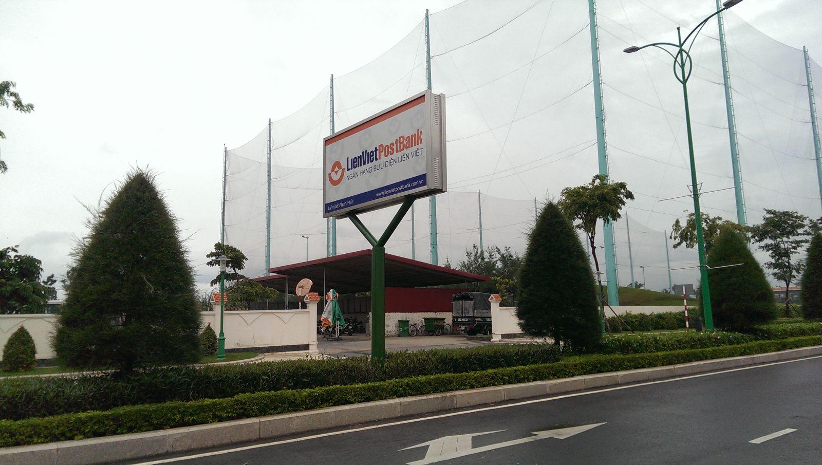 Bảng hiệu quảng cáo trên đường