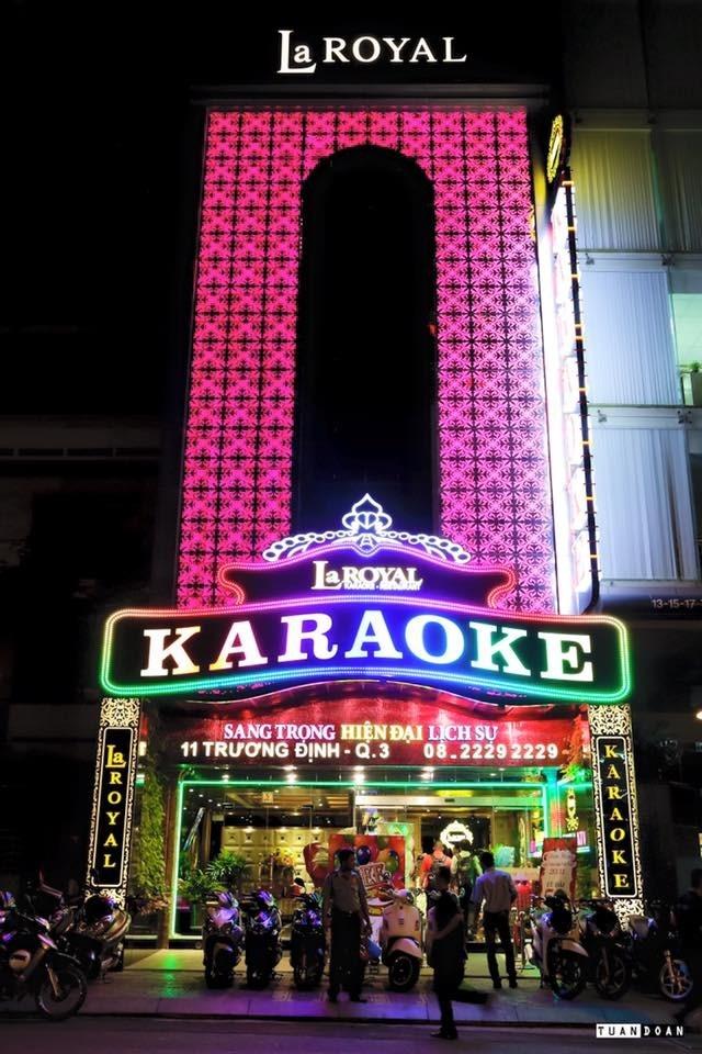 bảng hiệu karaoke